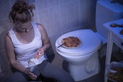 ragazza che soffre di bulimia
