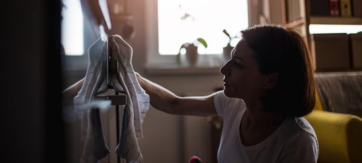 Donna affetta da DOC presenta compulsioni e ossessioni sulla pulizia