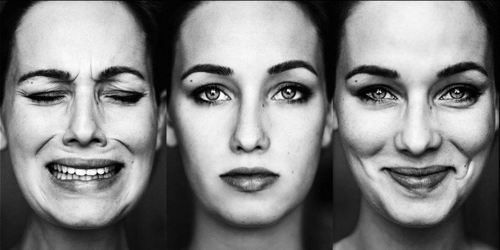 Donna con tre espressioni: euforia, normale, disperazione. Disturbo Bipolare. Associazione Psicologia Cognitiva.